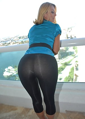 Yoga Pants Porn Pictures